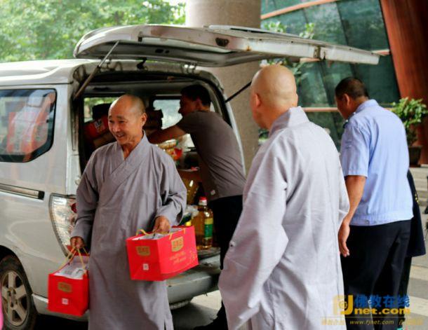 儿童福利院义工_徐州兴化寺中秋节前到儿童福利院慰问-慈善事业长期-佛教在线