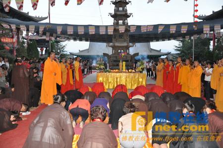活动 兰州报恩寺举办施放五大士圆满瑜伽焰口活动图片