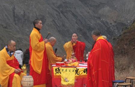 重庆/重庆华岩寺僧众赴北川举行冬至祭祖超度法会