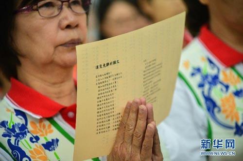 马来西亚佛教团体为失联航班乘客祈福(图)