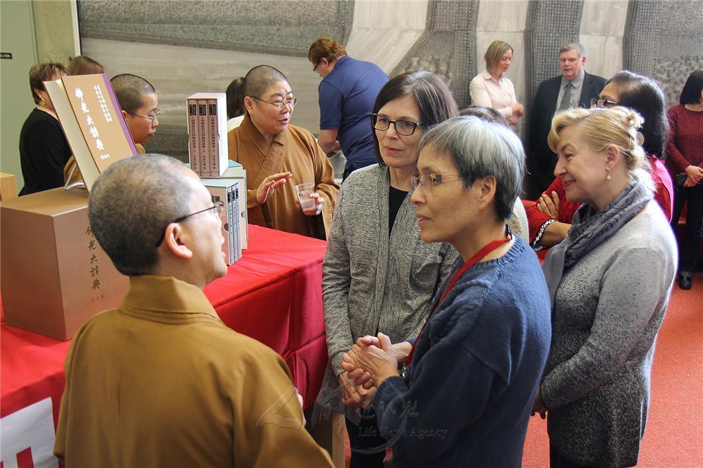 多伦多佛光山赠书约克大学 推广人间佛教研究