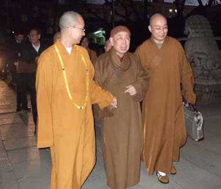 2008年3月3日下午,香港佛教联合会会长觉光长老在道平法师,宏明法师