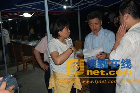 世界佛商联合会张籍圆会长赴地震灾区看望灾民