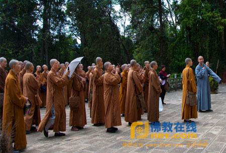 慈云佛学院师僧参学团一行参观祝圣寺