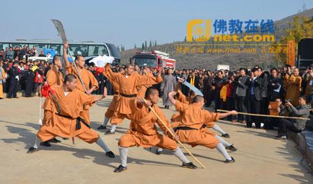 少林寺武僧团在开幕式现场演出图片