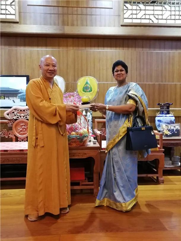 斯里兰卡驻广州总领事拜会广东省佛教协会明生会长_斯里兰卡-广州-佛教-总领事-拜会