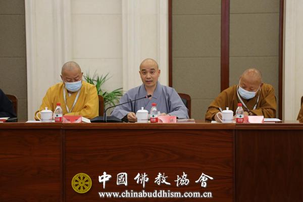 """03 副会长宗性法师就中国佛教协会贯彻落实《开展""""爱党爱国爱社会主义""""主题教育的共同倡议》相关情况作通报.png"""
