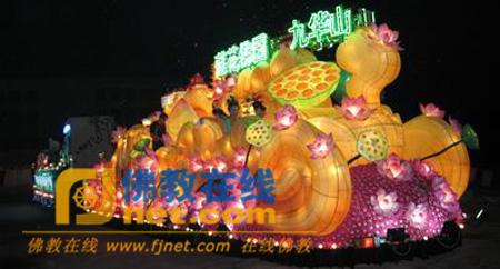 九华山花车亮相上海旅游节 车身如九朵盛开的莲花
