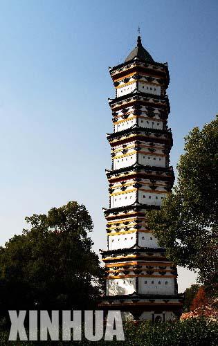 西林寺千佛塔于唐代开元年间兴建,塔内供奉佛像千余尊,因苏东坡名篇