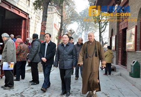 徐州市民宗局领导检查指导云龙山庙会安全工作
