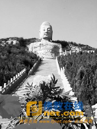 蒙山景区位于省城西南约15公里处,景区内最具标志性的晋阳西山大佛