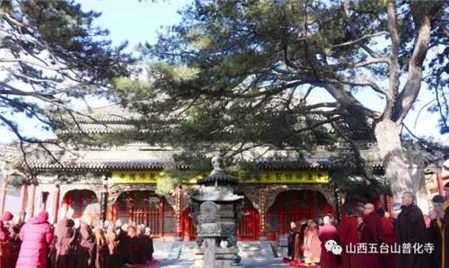 五台山全山僧尼在显通寺举行一诚