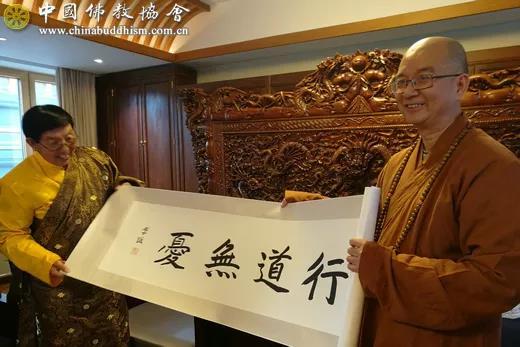 青海省佛教协会会长,青海省藏语佛学院院长仁青安杰活佛及青海省委
