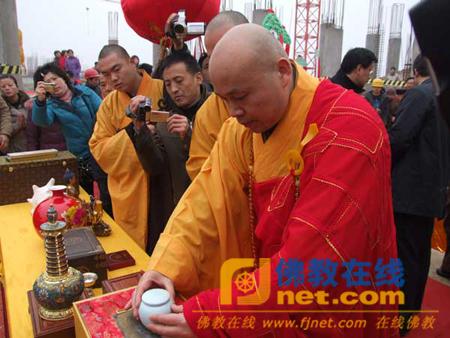 徐州蟠桃佛教文化景区举行宝莲寺通天阁地宫入藏仪式