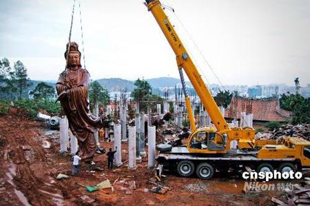 中国最大木雕观音像落座泉州少林寺