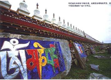 在藏区白塔随处可见,但108座白塔建成在一起十分罕见